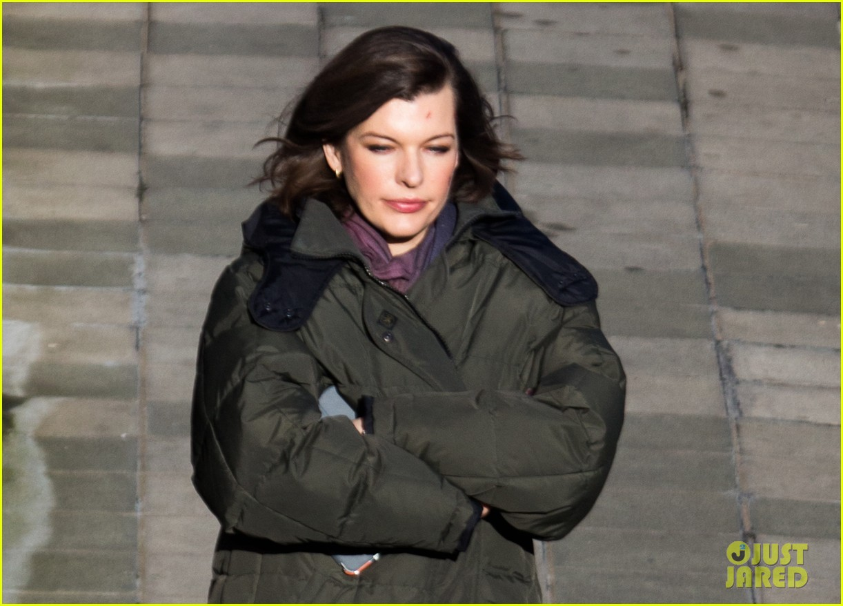 milla jovovich has cut up face for survivor scenes 11