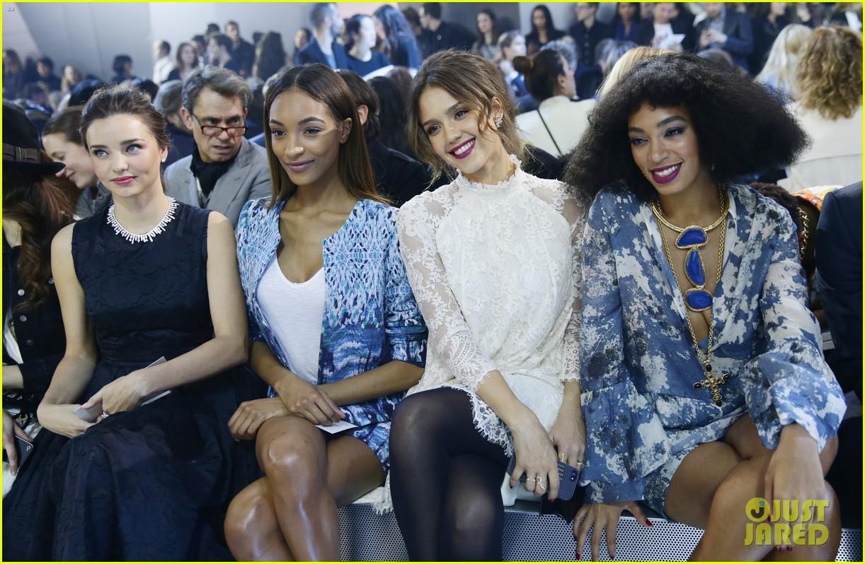 miranda kerr jessica alba hm paris fashion show 06