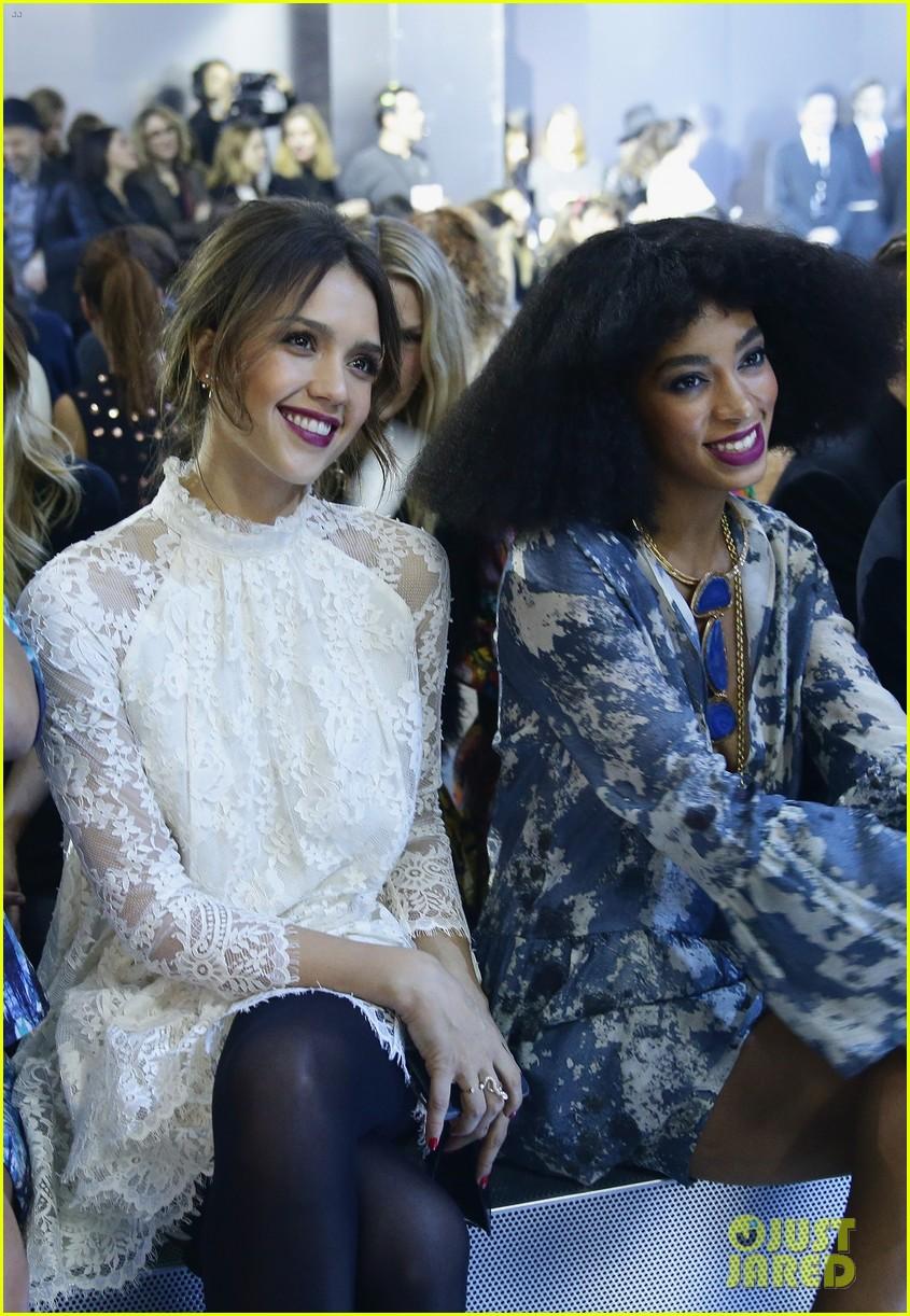 miranda kerr jessica alba hm paris fashion show 083061123