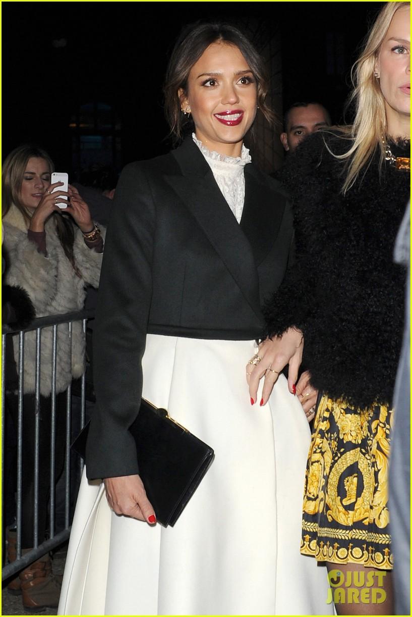miranda kerr jessica alba hm paris fashion show 20