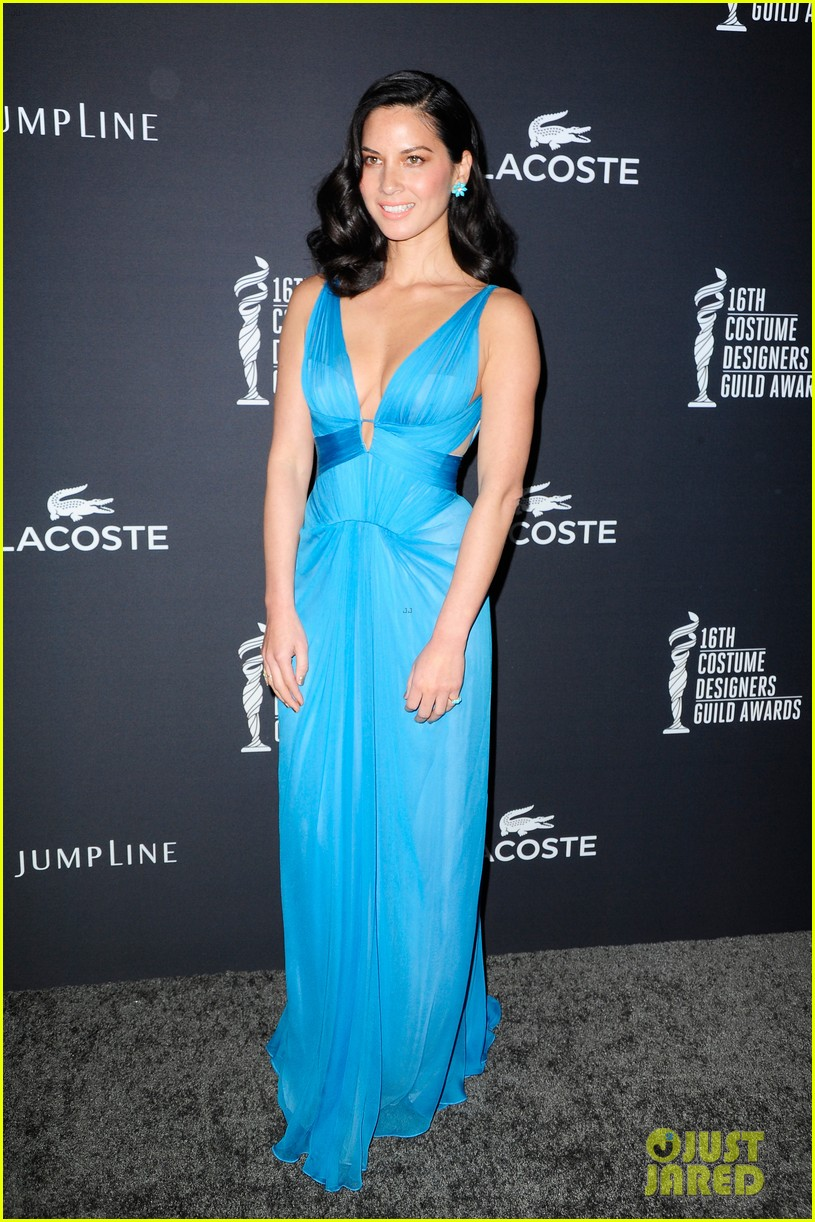 olivia munn mindy kaling costume designers guild awards 2014 013058973