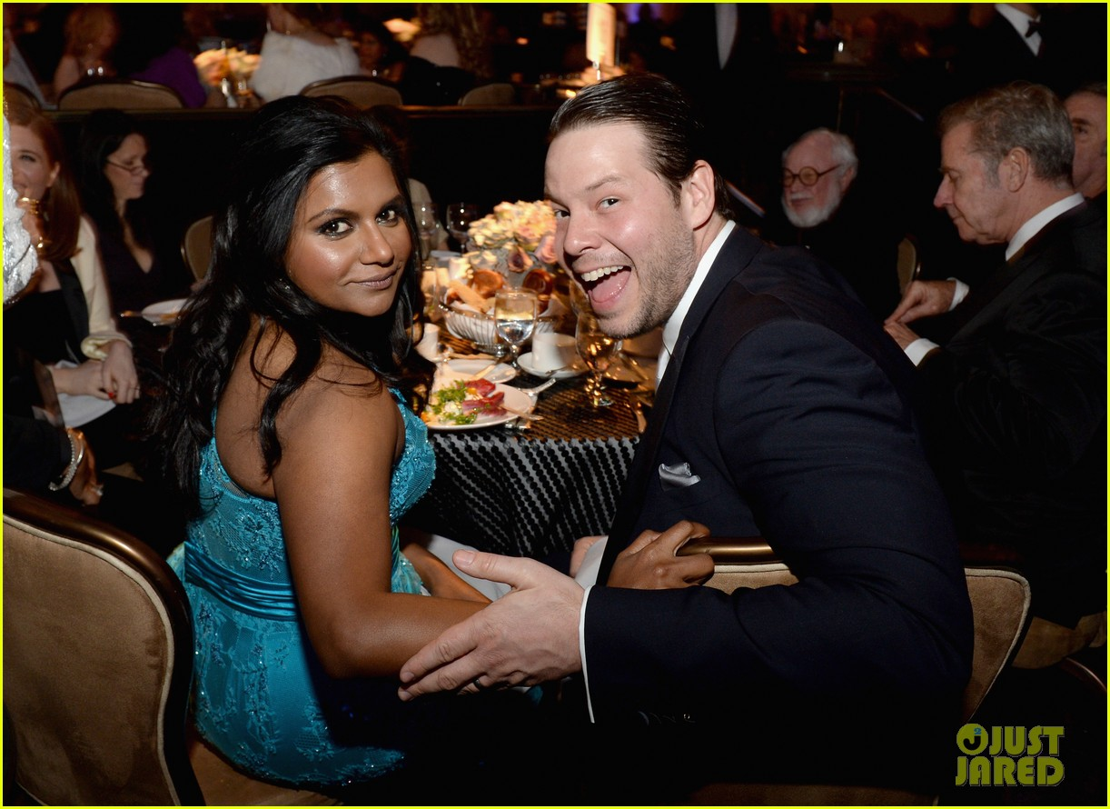 olivia munn mindy kaling costume designers guild awards 2014 04