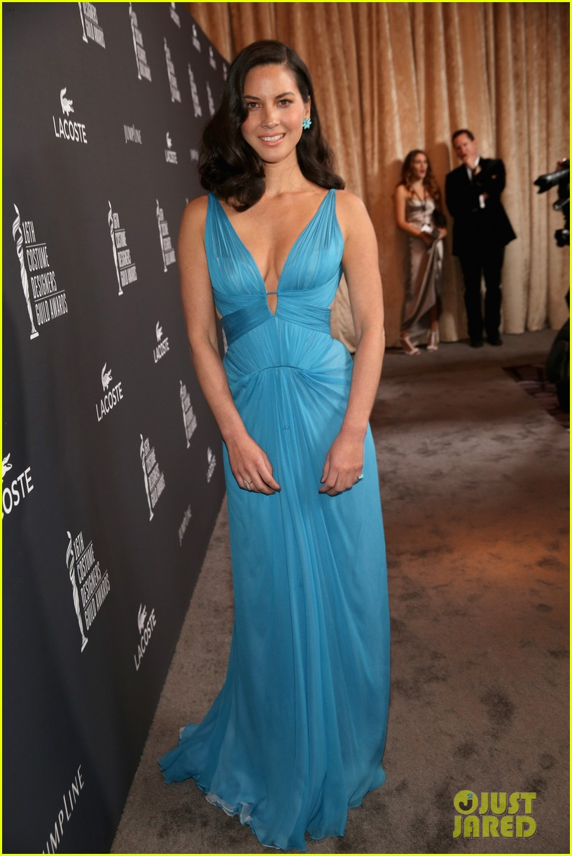 olivia munn mindy kaling costume designers guild awards 2014 08