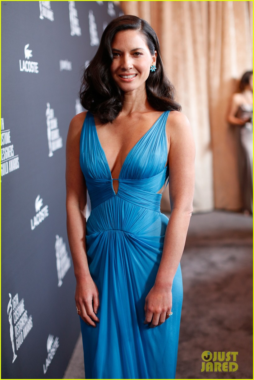 olivia munn mindy kaling costume designers guild awards 2014 09