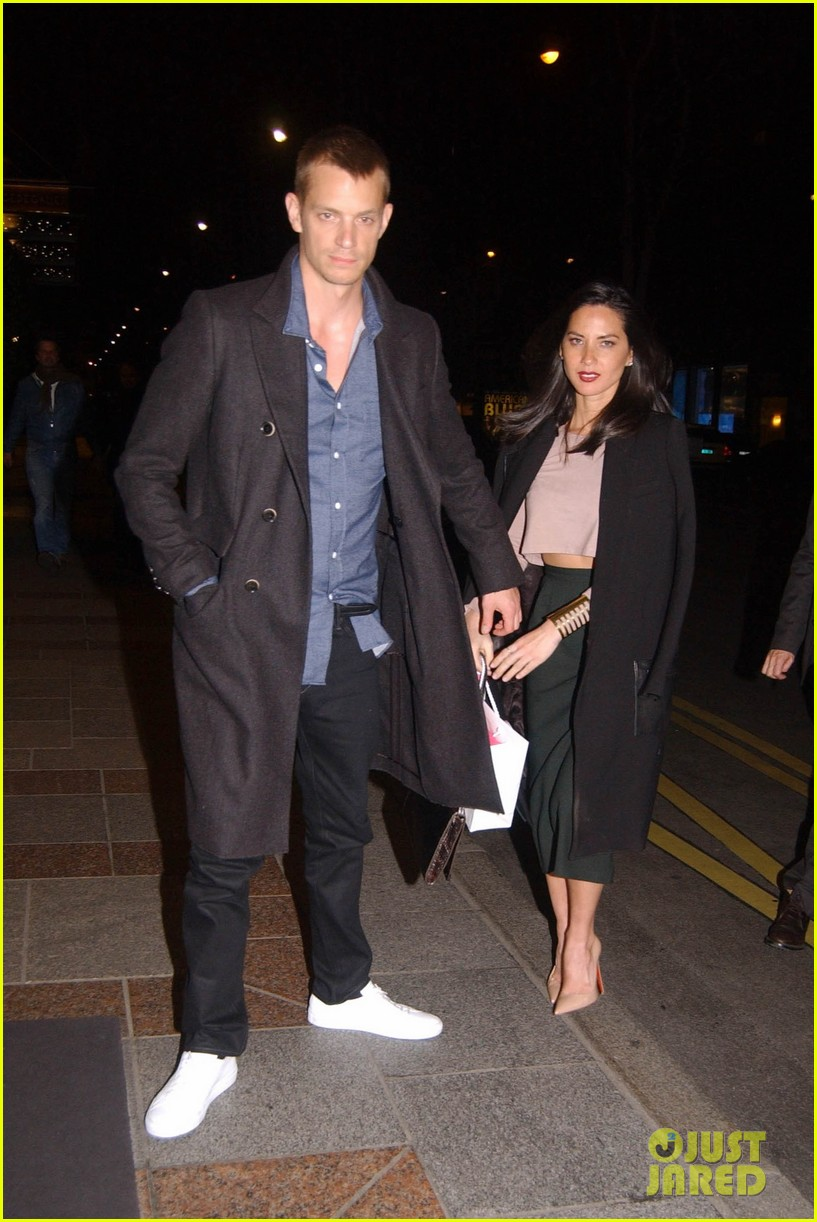 olivia munn joel kinnaman paris lovers 04