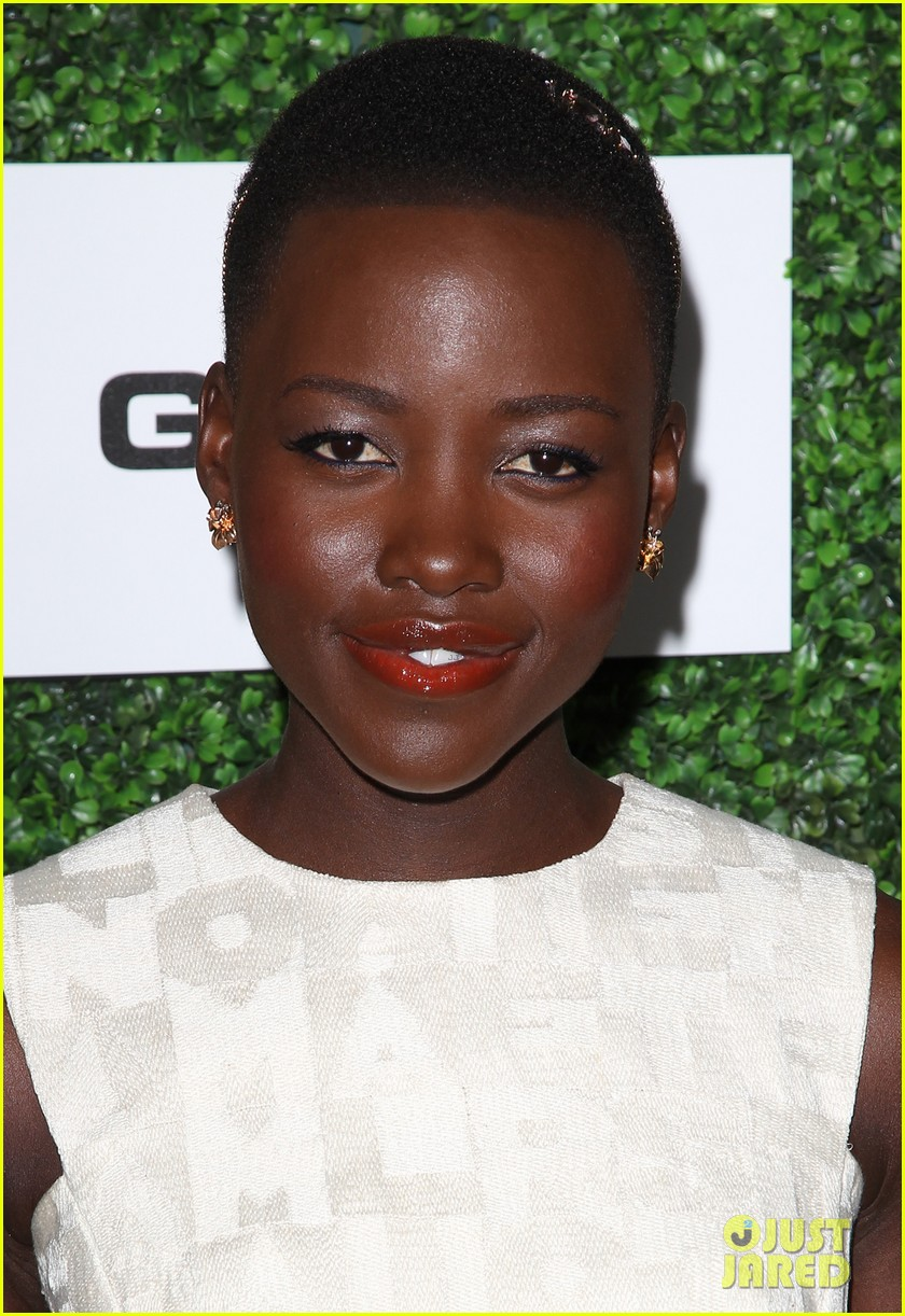 lupita nyongo makes a headband the perfect accessory 063061766