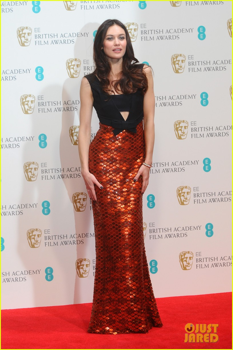 olga kurylenko alicia vikander baftas 2014 red carpet 053054572