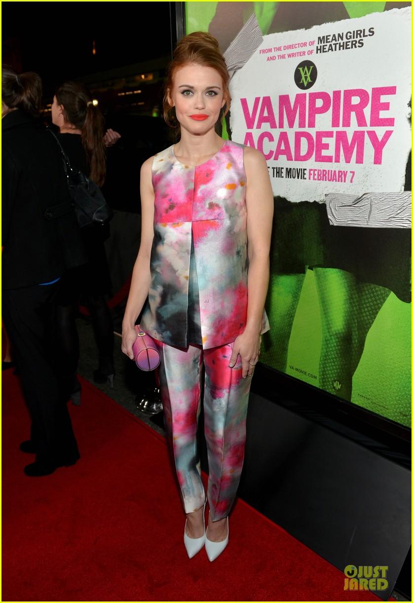 sarah hyland olga kurylenko vampire academy premiere 05