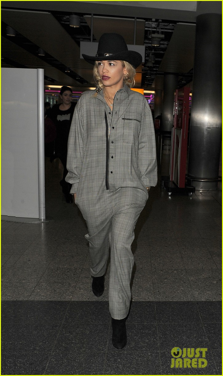 rita ora heads to dubai after quick trip to london 043052829