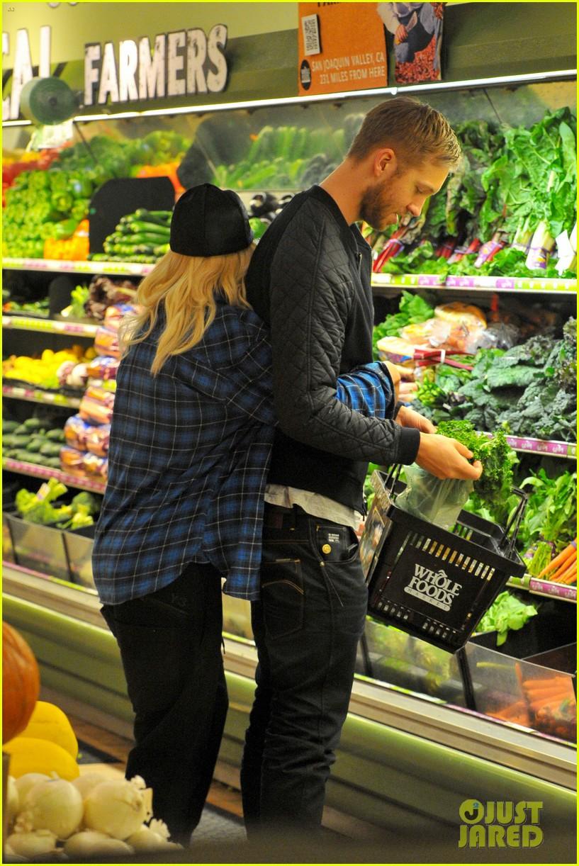 rita ora cant keep her hands off boyfriend calvin harris 043048907