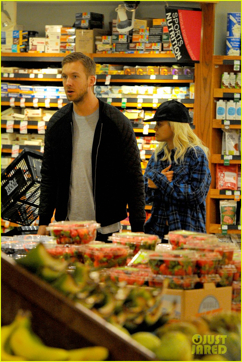 rita ora cant keep her hands off boyfriend calvin harris 053048908