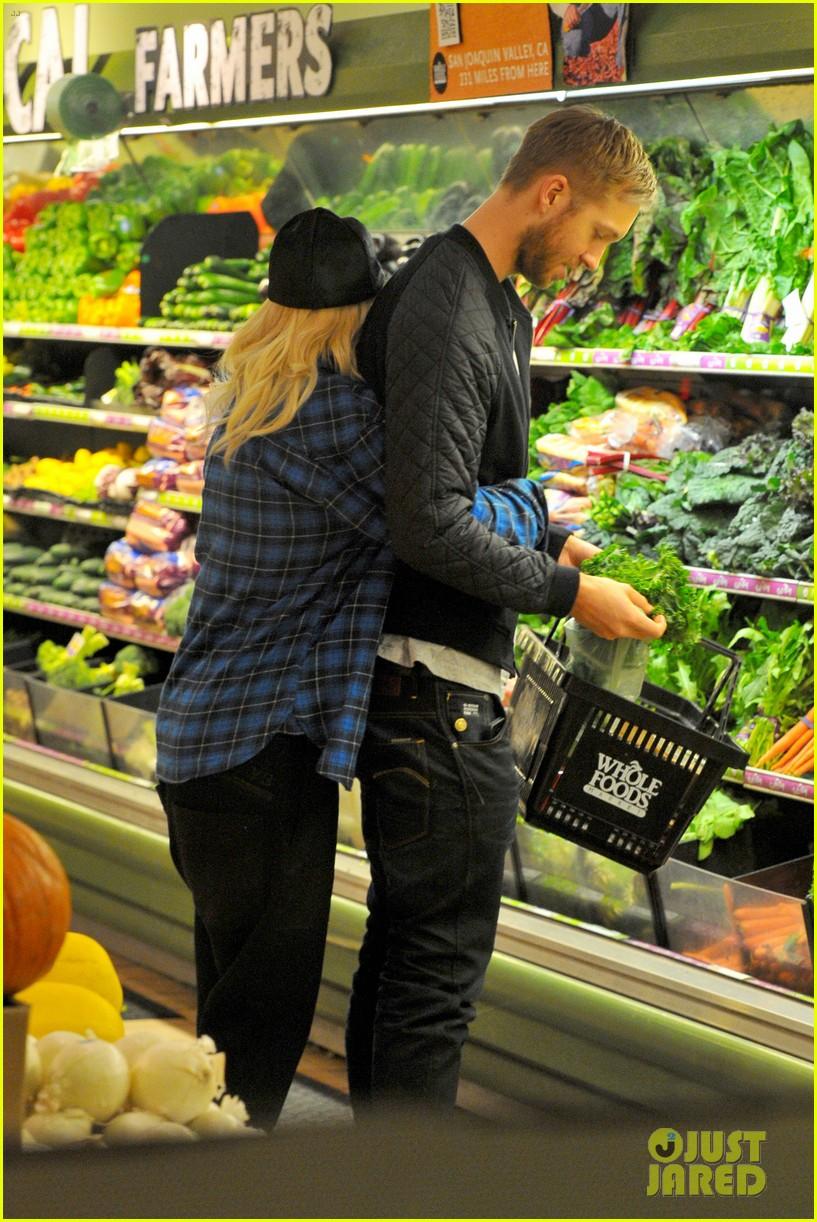 rita ora cant keep her hands off boyfriend calvin harris 193048922