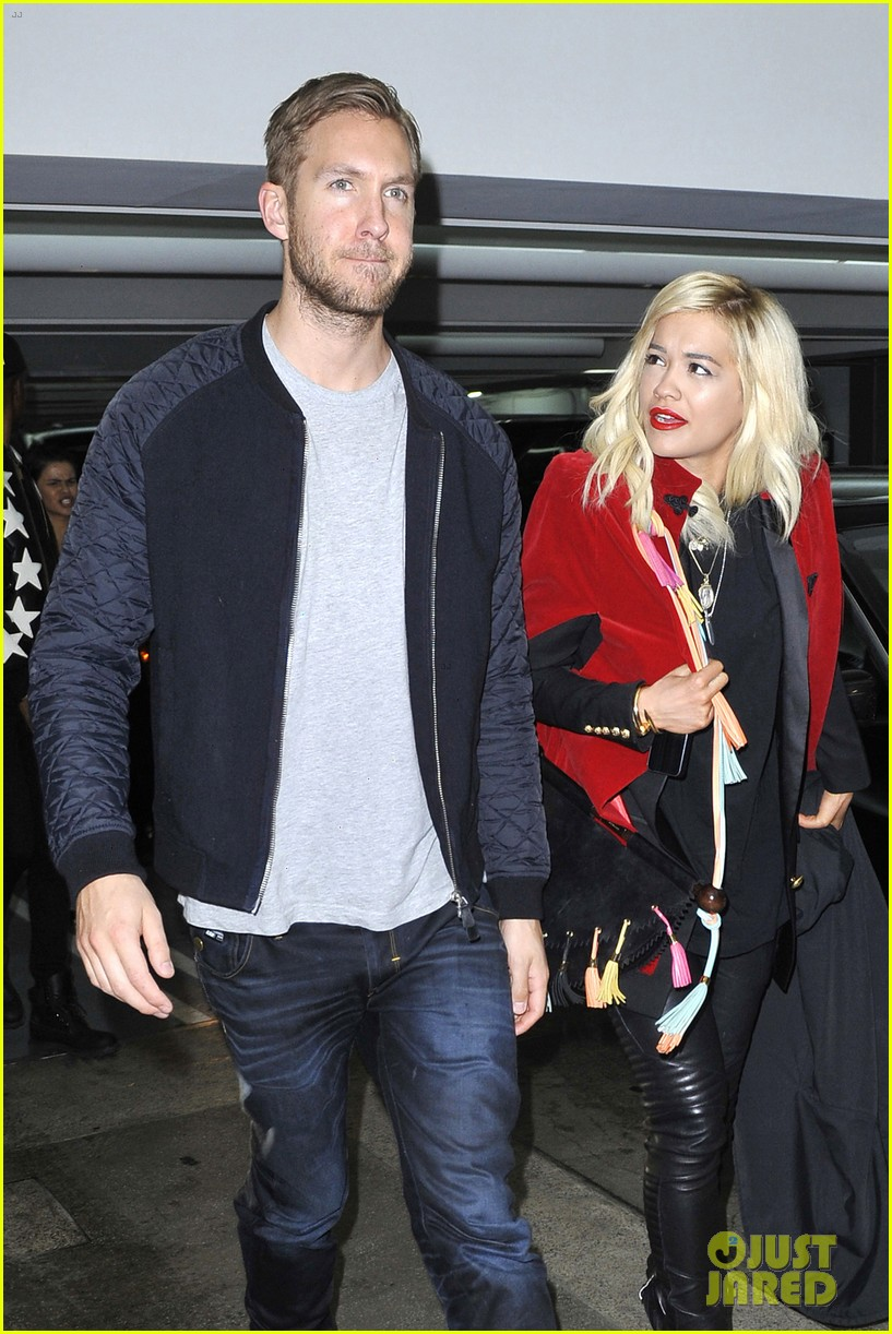 rita ora cant keep her hands off boyfriend calvin harris 283048931