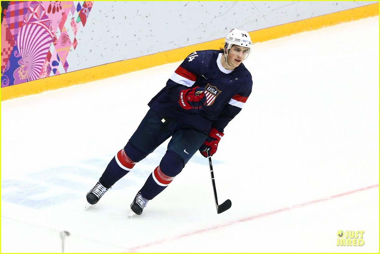 tj oshie scores winning goal for us against russia at sochi olympics 013053870