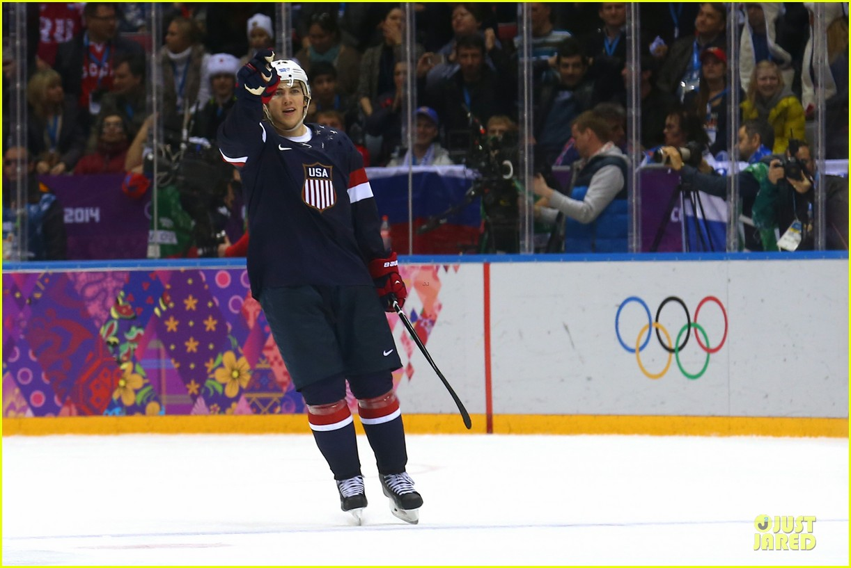 tj oshie scores winning goal for us against russia at sochi olympics 093053878