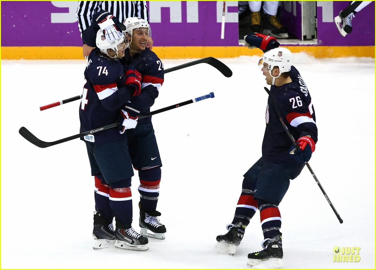 tj oshie scores winning goal for us against russia at sochi olympics 103053879