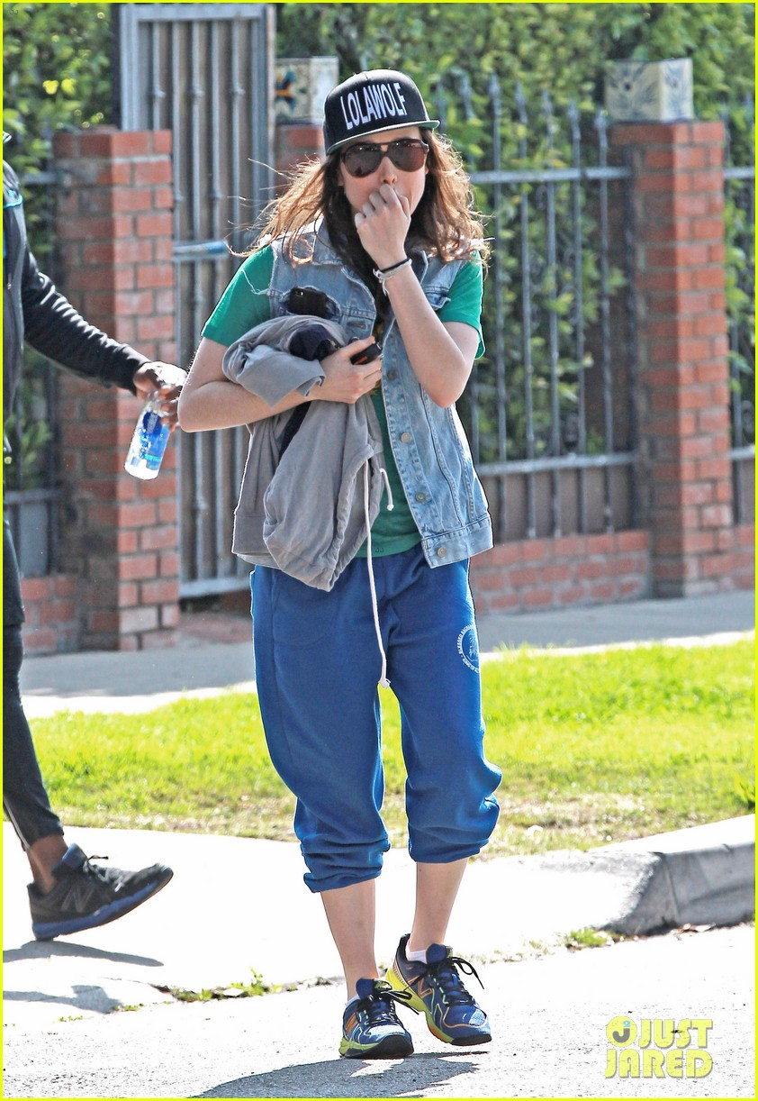 ellen page looks comfy cool while leaving the gym 013056632