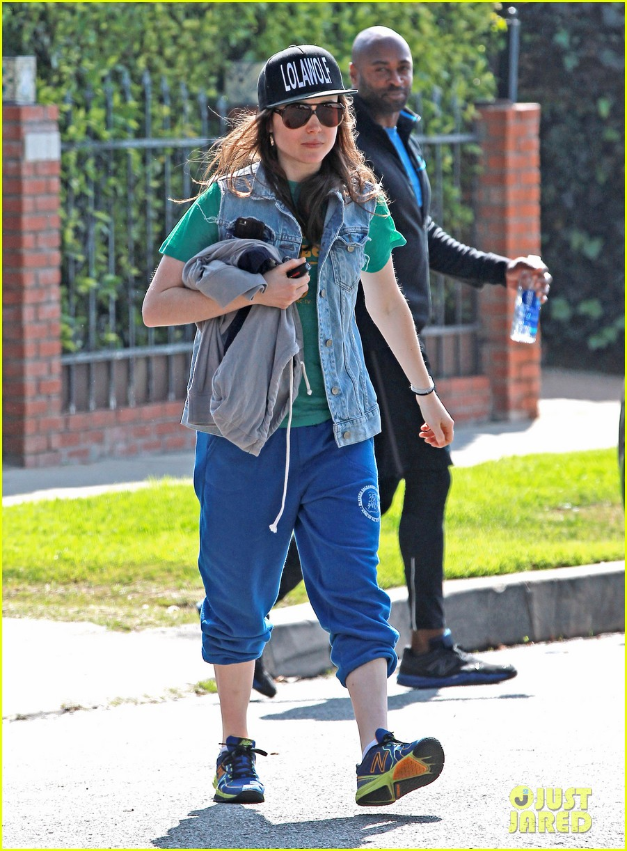 ellen page looks comfy cool while leaving the gym 053056636