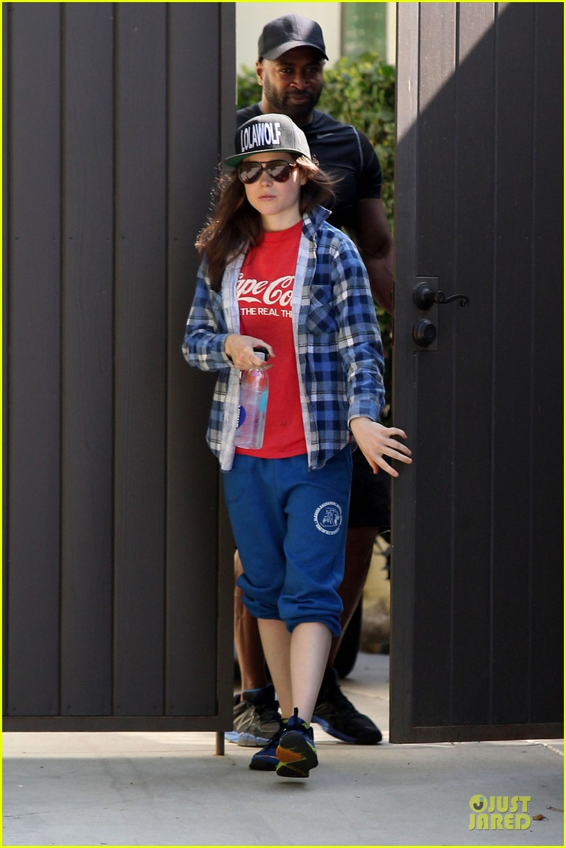 ellen page supports zoe kravitz band lolawolf 013060468