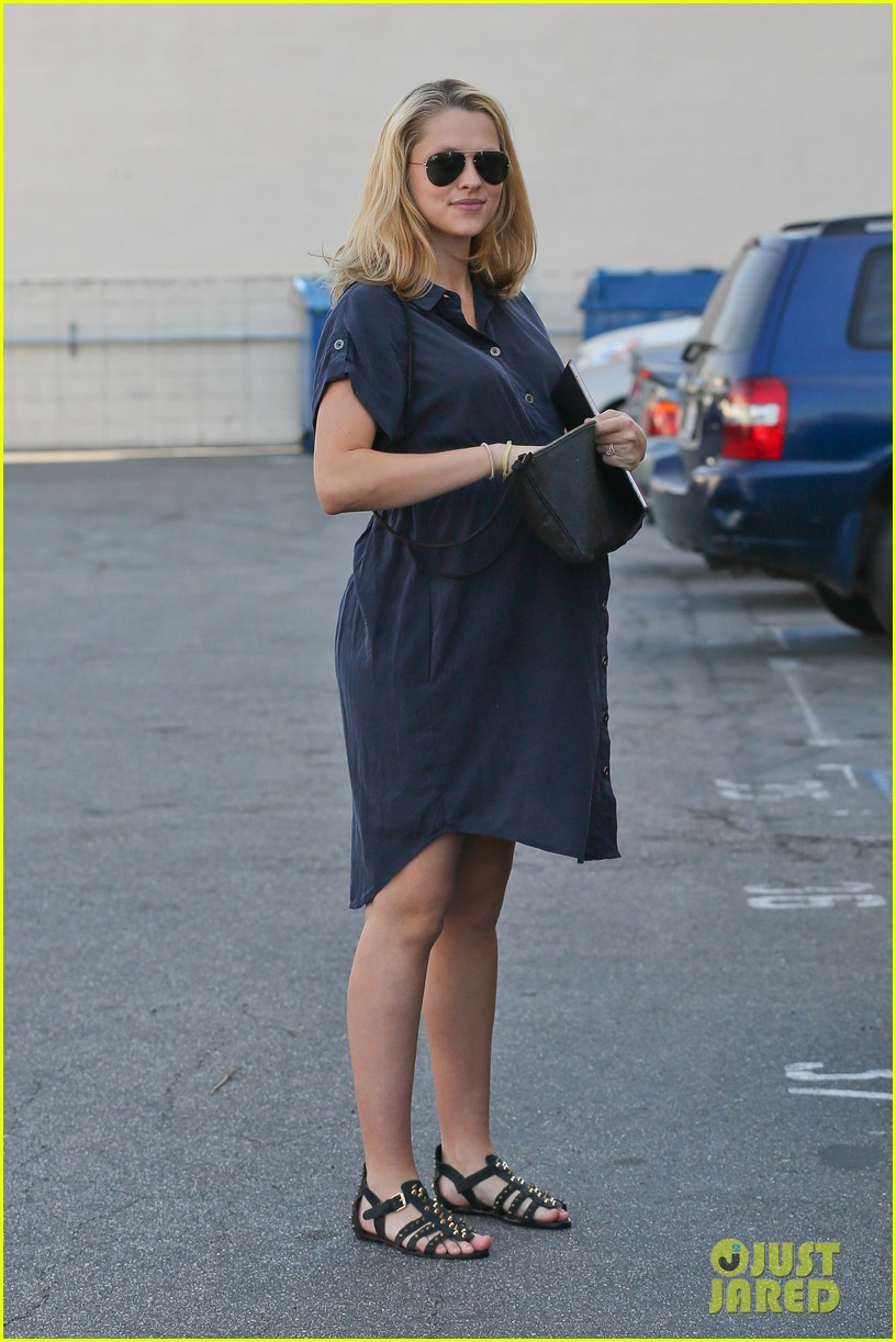 teresa palmer looks like she could give birth any day 09