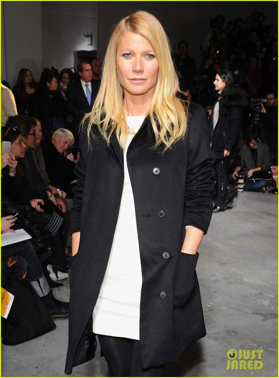 gwyneth paltrow takes selfie with reese witherspoon at boss women show 063052171