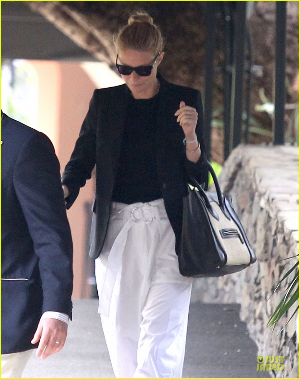 gwyneth paltrow classy arrival at gwen stefani baby shower 023049795
