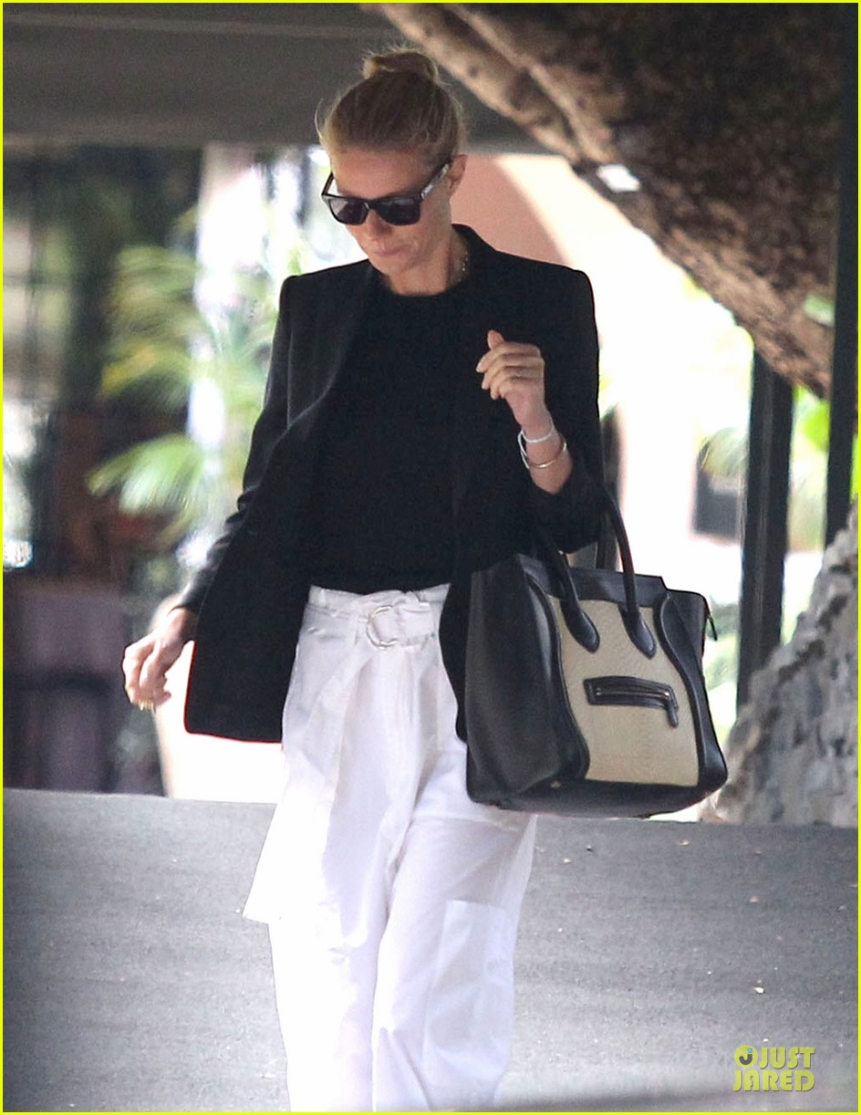 gwyneth paltrow classy arrival at gwen stefani baby shower 063049799