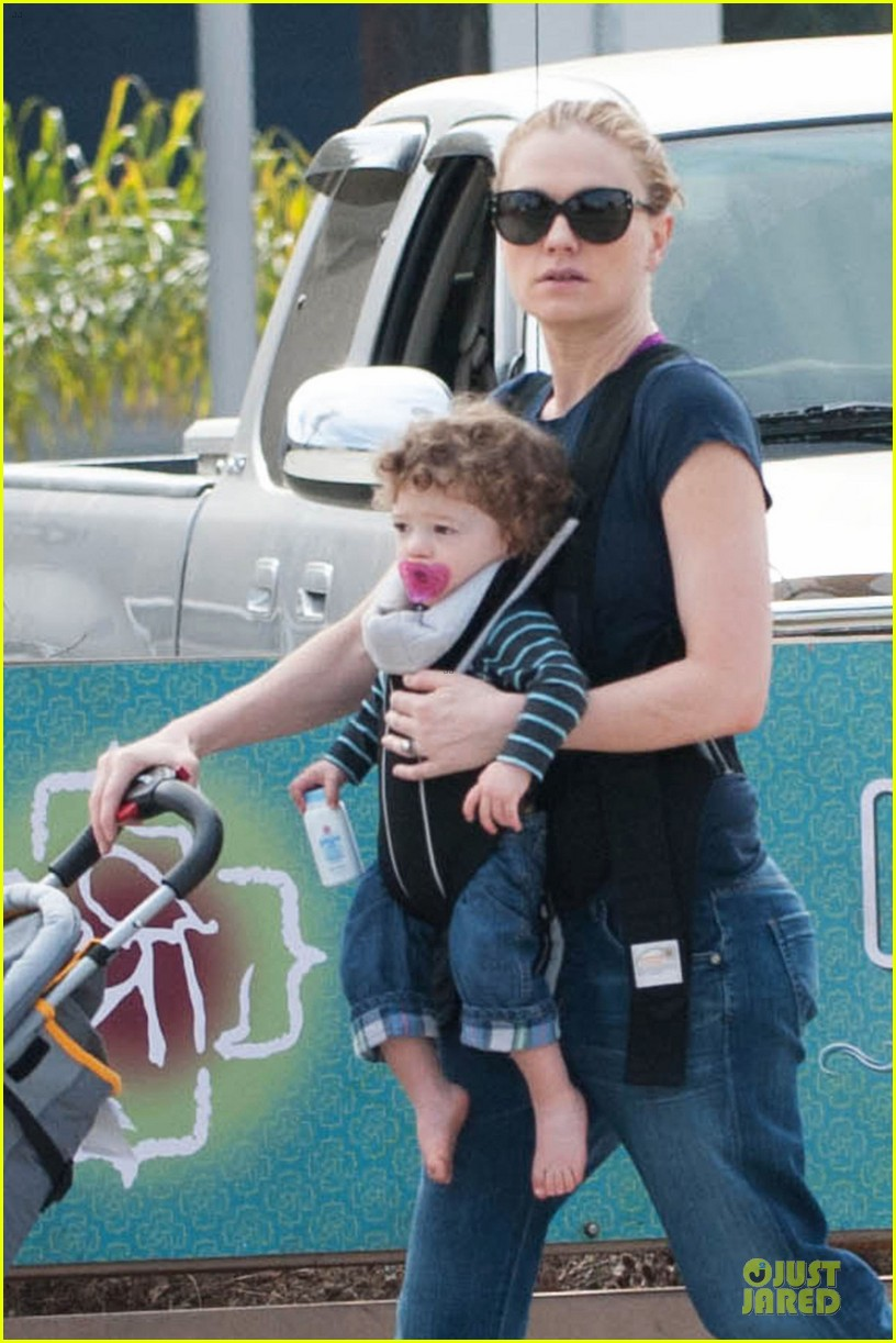 anna paquin casual saturday stroll with the twins 04