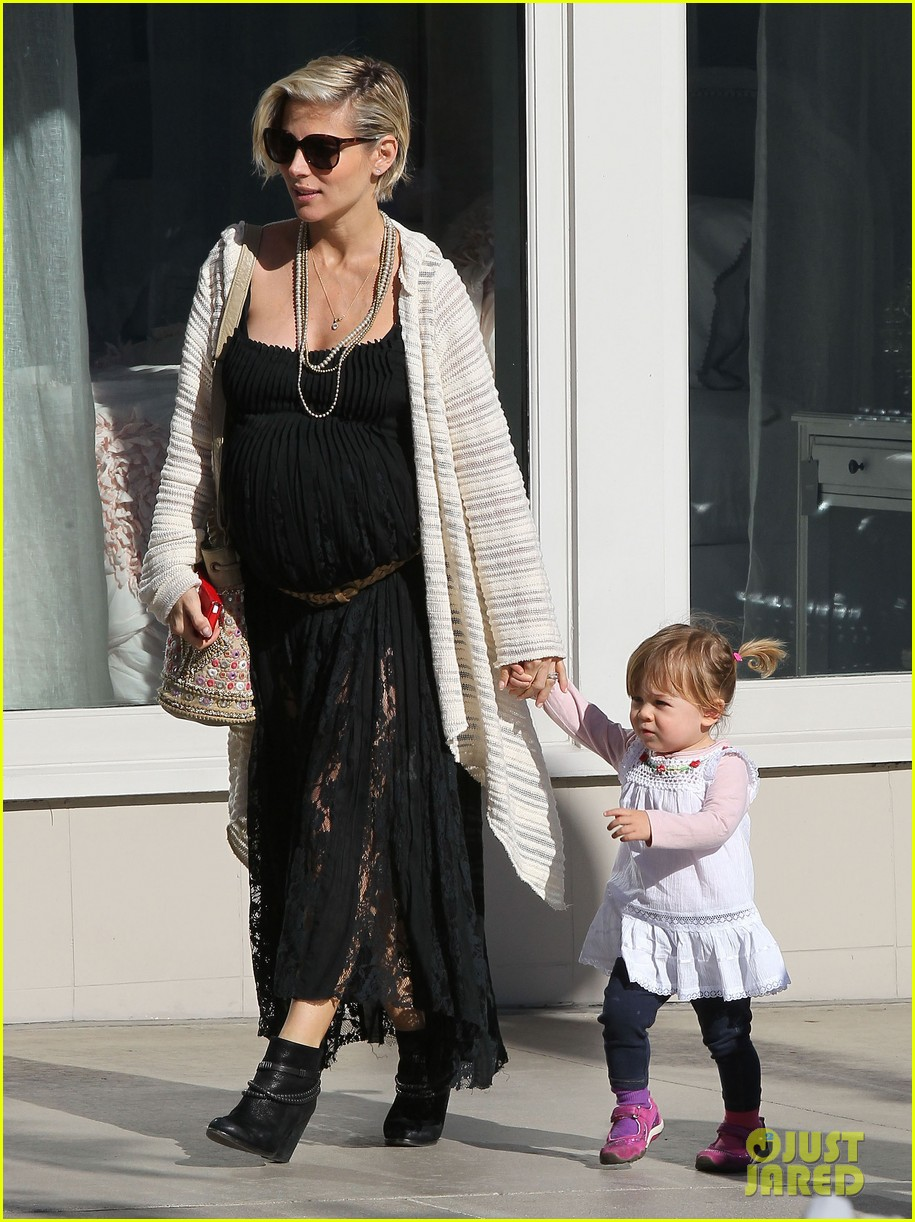 elsa patakys baby bump looks ready to pop during outing with india 013055031