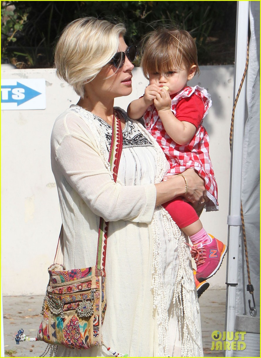 elsa patakys baby bump looks ready to pop during outing with india 023055032