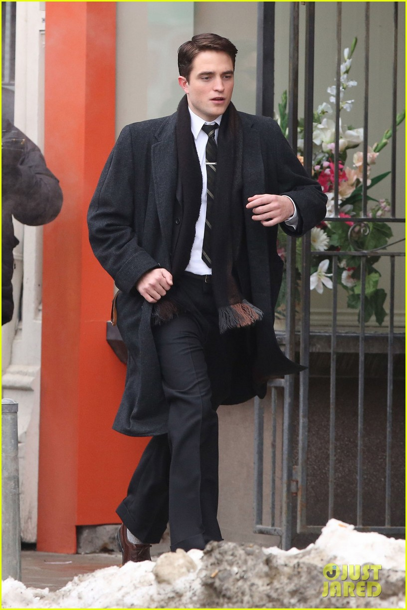 robert pattinson wears his suit well on life set with dane dehaan 063057124
