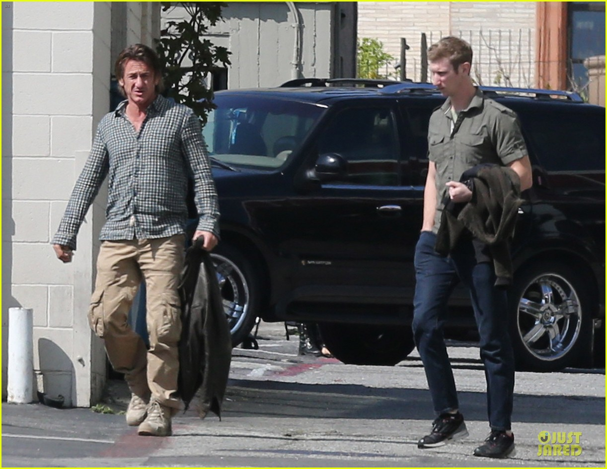 sean penn charlize theron were inseparable in cabo 043060650