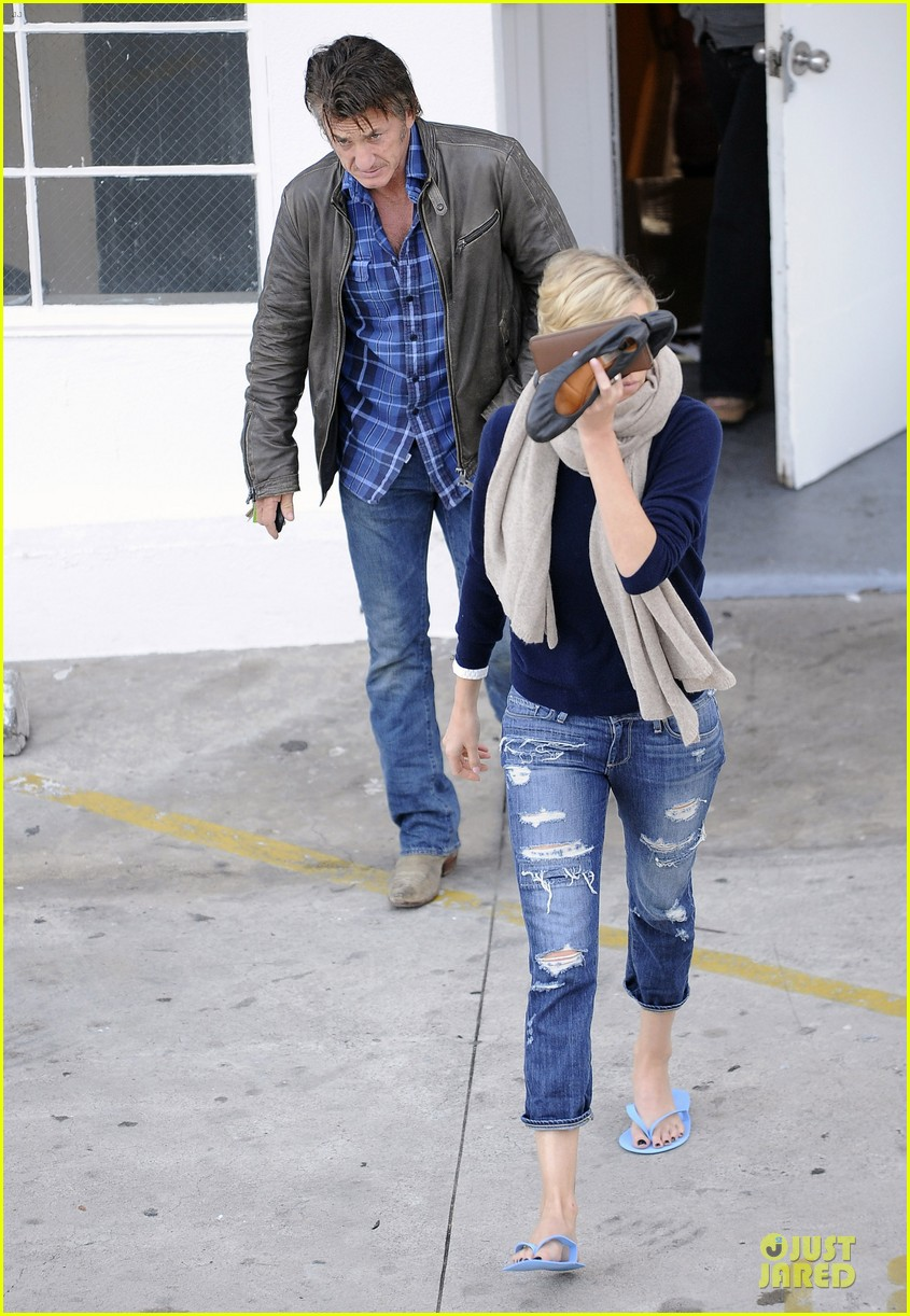 sean penn pampers charlize theron at nail salon 053049329