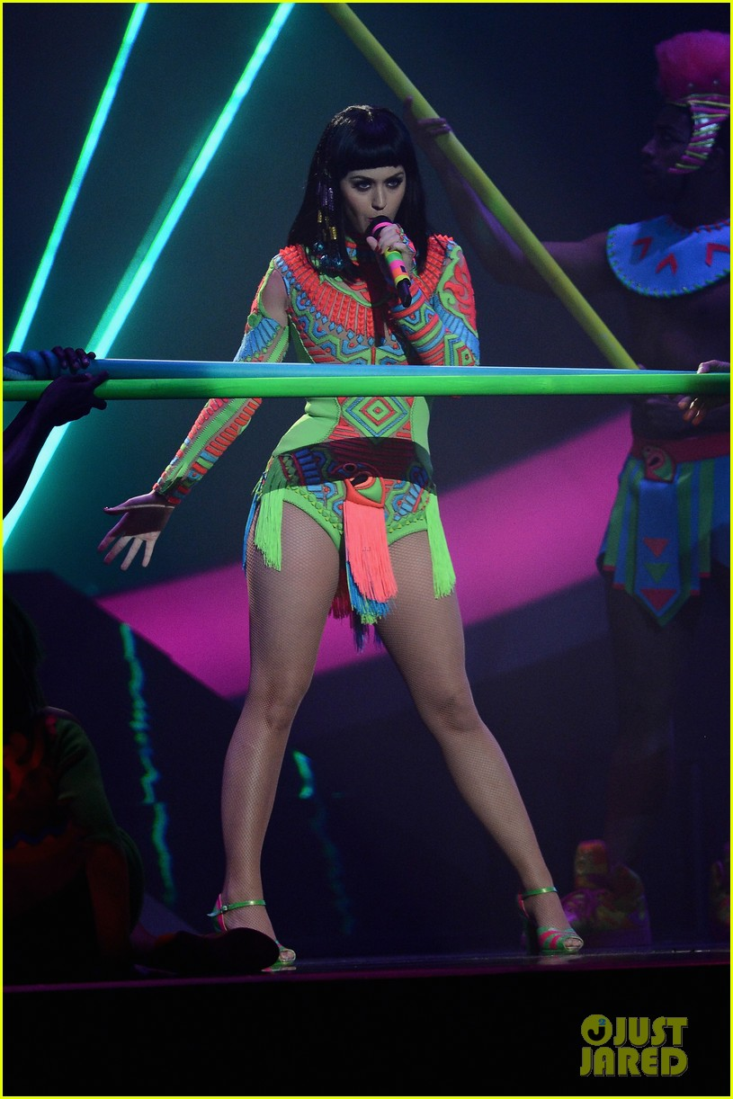 katy perry performs dark horse at brit awards 2014 video 023056363