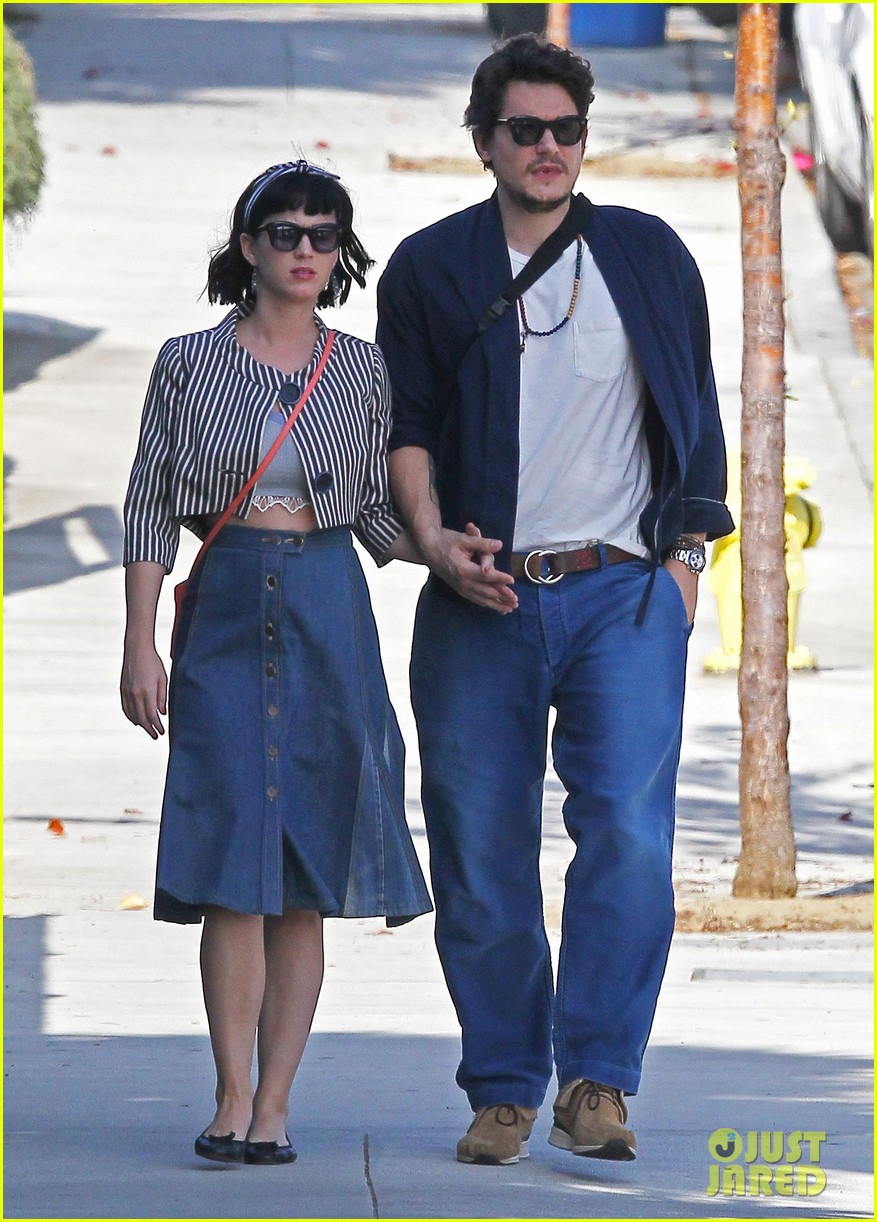 katy perry john mayer engagement rumors swirl after ring spotted on that finger 013055094