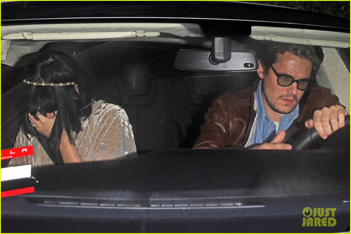 katy perry john mayer engagement rumors swirl after ring spotted on that finger 073055100