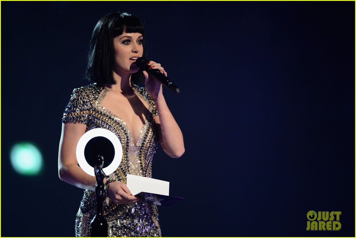 katy perry wows in second outfit at brit awards 2014 013056489