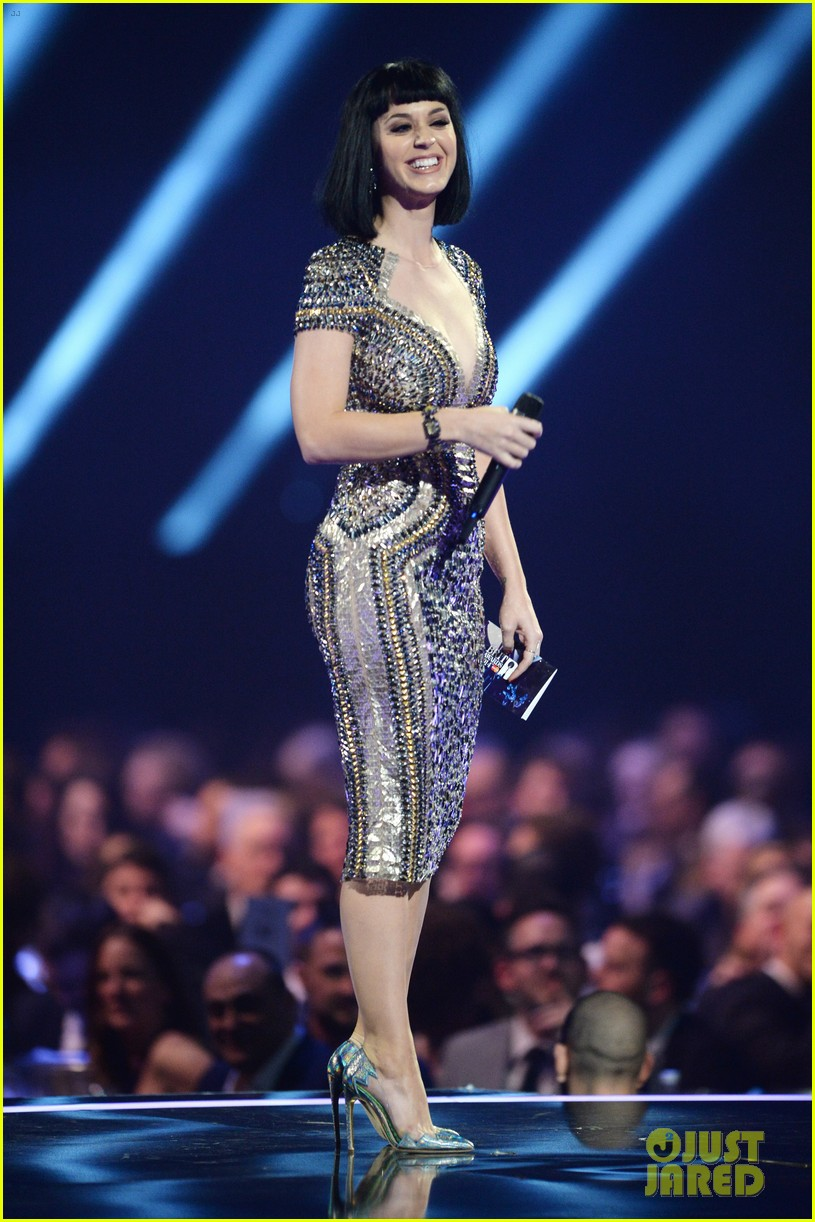 katy perry wows in second outfit at brit awards 2014 023056490