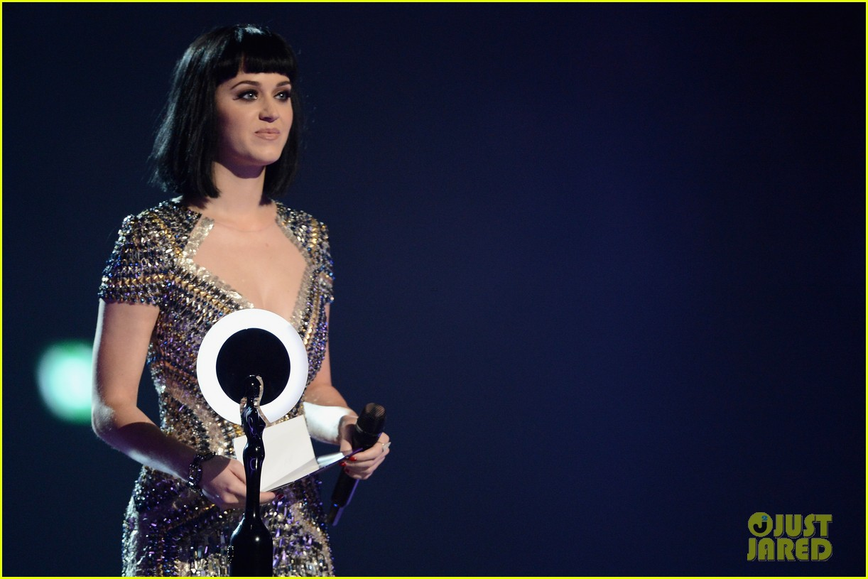 katy perry wows in second outfit at brit awards 2014 033056491