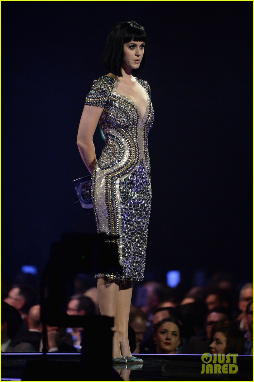 katy perry wows in second outfit at brit awards 2014 043056492