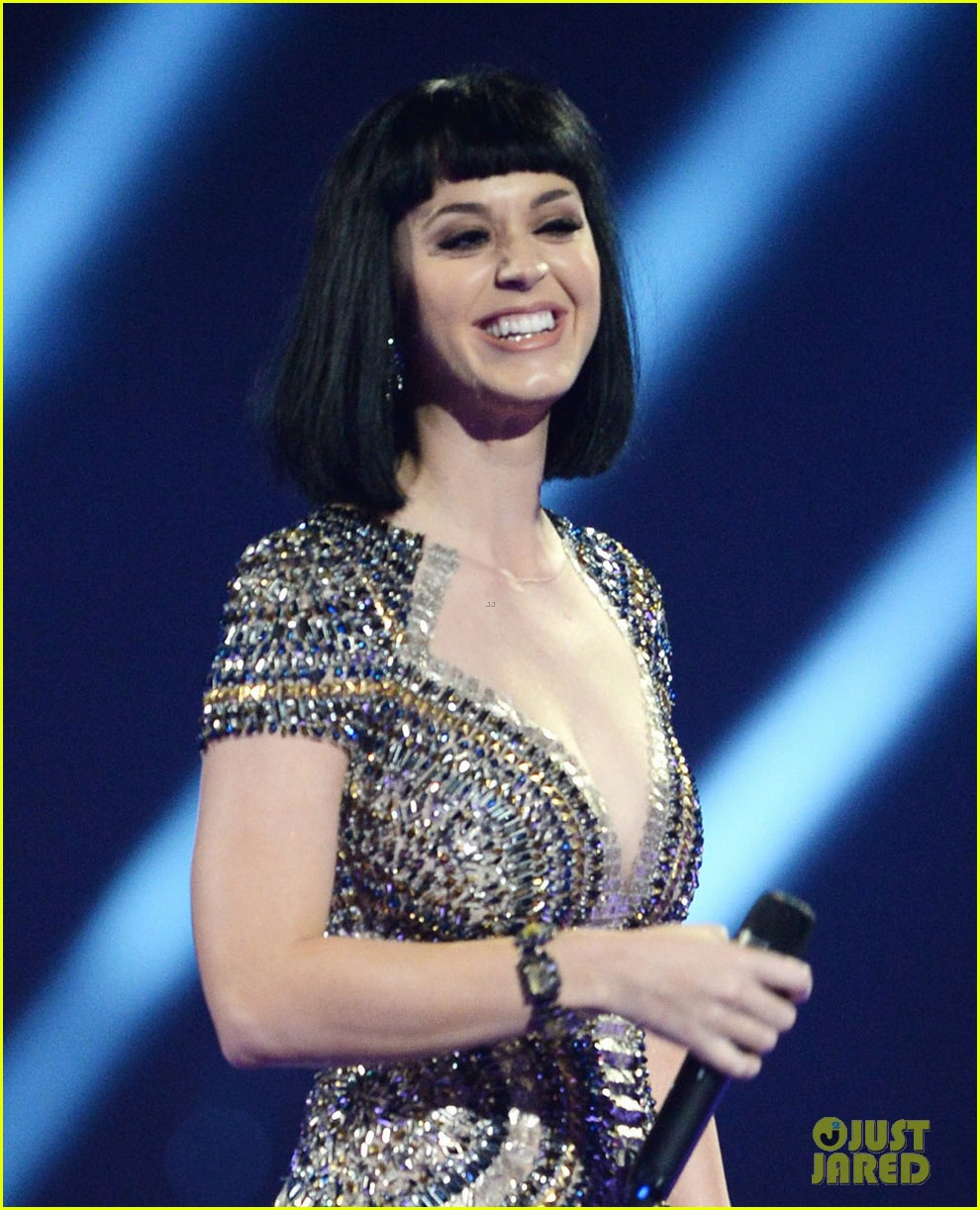 katy perry wows in second outfit at brit awards 2014 05