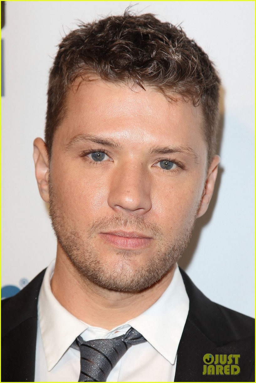 ryan phillippe gives shirtless lap dance to robin quivers 02