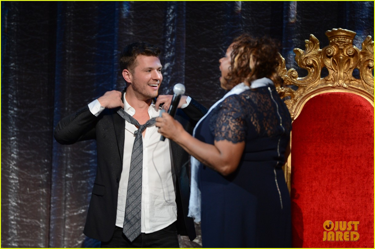 ryan phillippe gives shirtless lap dance to robin quivers 073045403