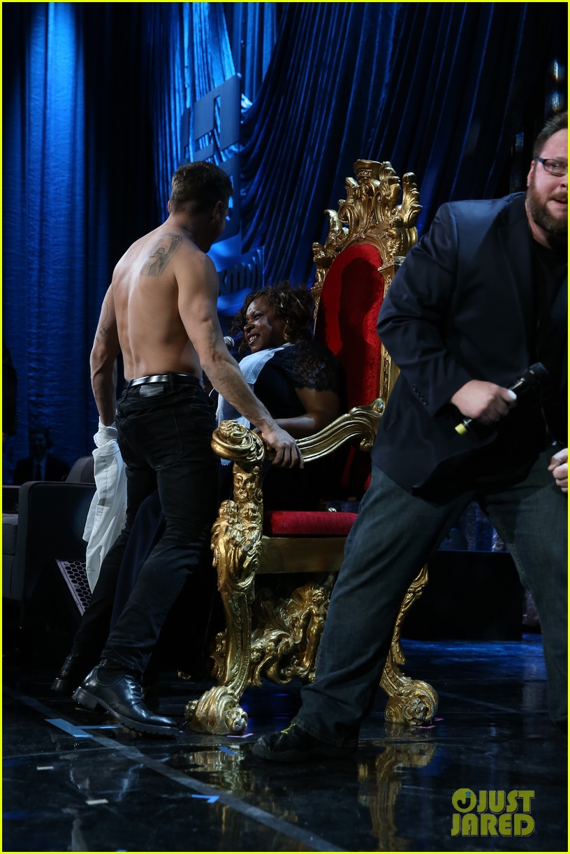 ryan phillippe gives shirtless lap dance to robin quivers 103045406