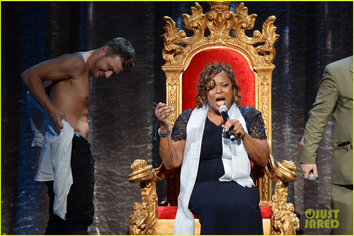 ryan phillippe gives shirtless lap dance to robin quivers 133045408