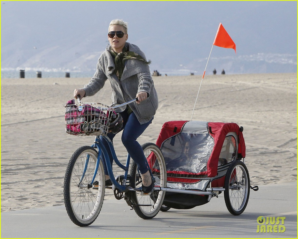 pink goes for bike ride after finishing truth about love tour 063046845