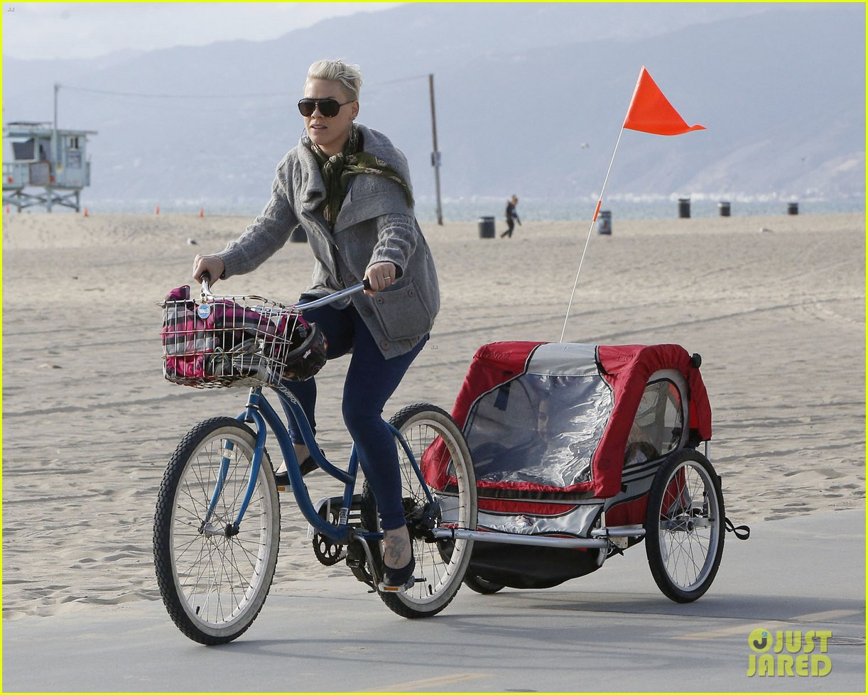 pink goes for bike ride after finishing truth about love tour 073046846