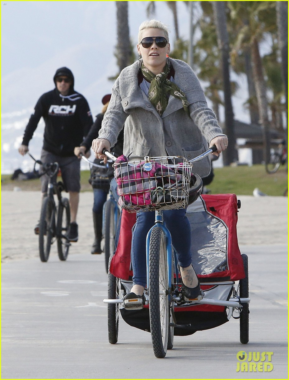 pink goes for bike ride after finishing truth about love tour 093046848