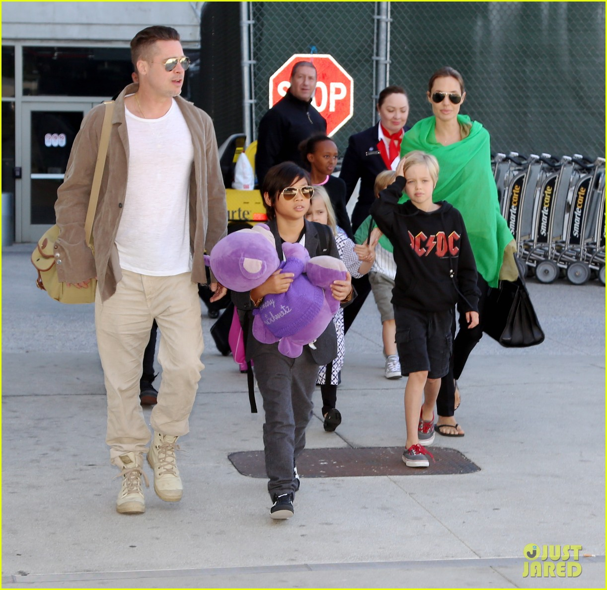 angelina jolie brad pitt all six kids land in los angeles see the new pics 033047980