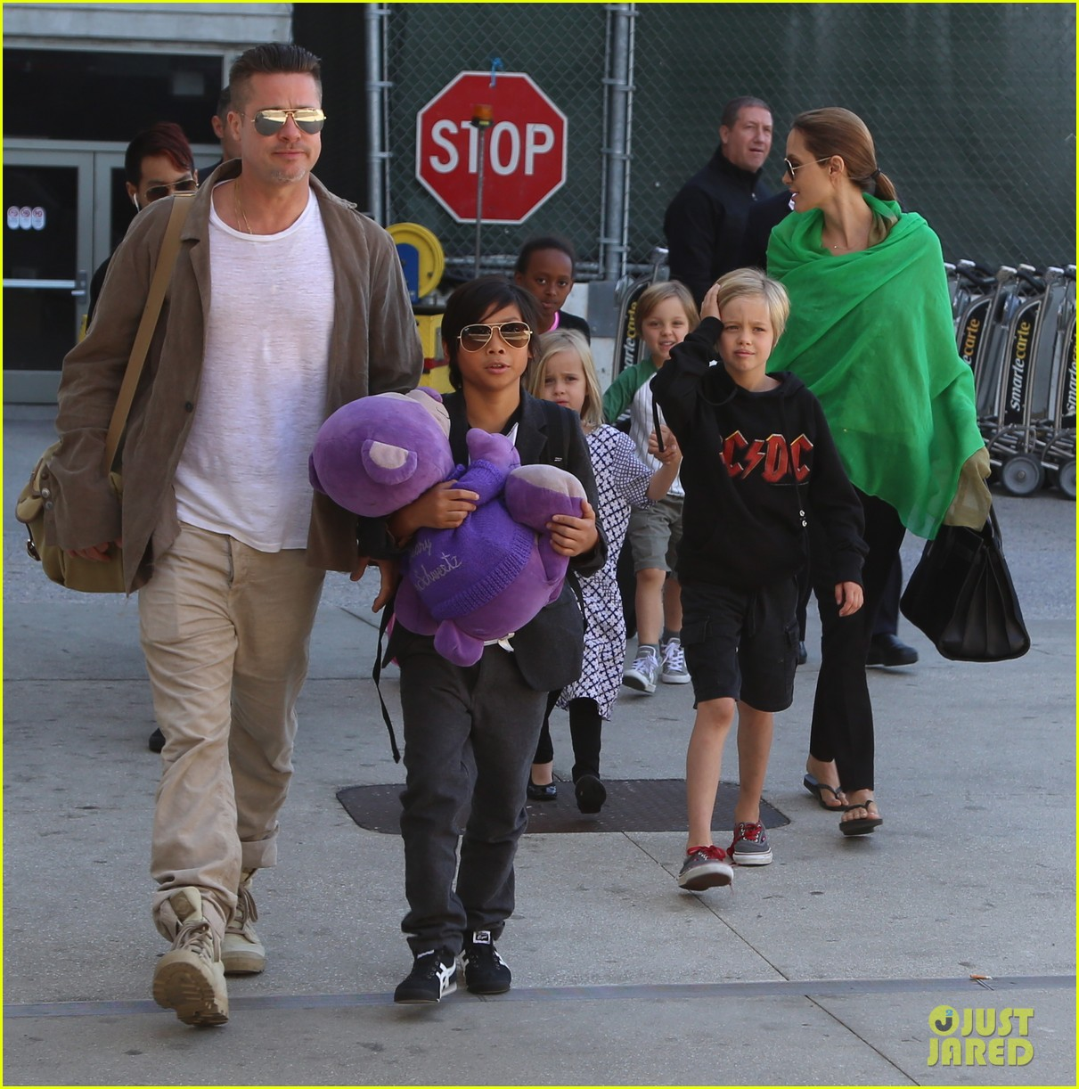 angelina jolie brad pitt all six kids land in los angeles see the new pics 11